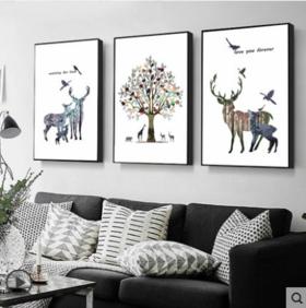 沙发背景墙装三联画