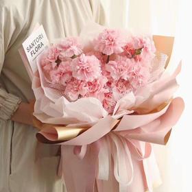 樱花粉康乃馨花束