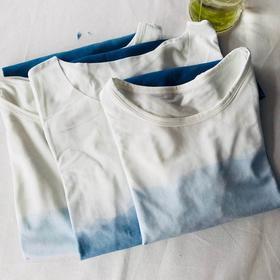 手作亲子T恤:植物染色,竹代尔面料,亲肤透气,不易起球。