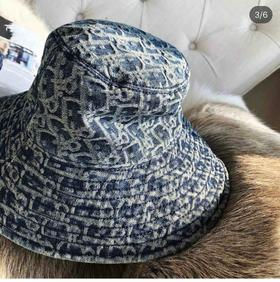 新款‼️D*** 超级大爆款! 做旧牛仔渔夫帽 复古潮弄范儿 立体logo超级显脸小 今年渔夫帽真的太火了 不多介绍了 完全对版认准我家就对了! 百搭单品 全套包装 🍓