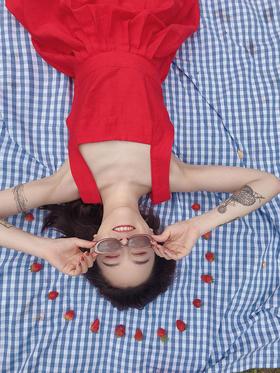 难忘大红色新派度假风背带连衣裙