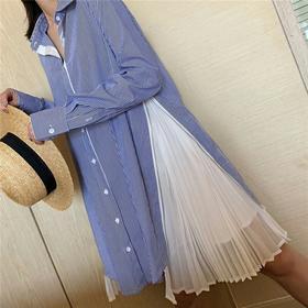 日系时髦感 Sacai 19春夏 超有设计感高开衩拼接衬衫连衣裙 蓝色的竖条纹 显瘦又清新 双侧拼接细腻百褶 拉链设计可以随意打开和合并 超级仙气时髦感 不挑人 小个子也能轻松驾驭