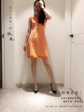 🔥🔥🔥新款ff针织连衣裙 之前这个系列的开衫走的也挺好 再上一款连衣裙款 版型特显瘦 很修身 针织面料 微胖女生也可以驾驭 不会显胖