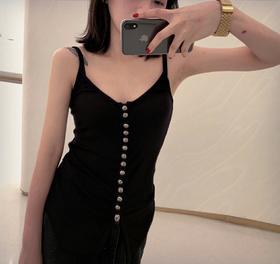 克罗🖤 19SS                                         超级舒爽的针织全棉材质                          古银排扣设计酷酷的性感范