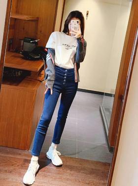 🔥🔥🔥新款JBRAND高腰牛仔裤 又来一款超级超级超级显瘦的👖 真的是谁穿谁知道 JB家的牛仔裤一直是版型好出名的 本次我们带来了完美1:1复原的高腰款牛仔裤 小裤脚设计 超级显瘦神器