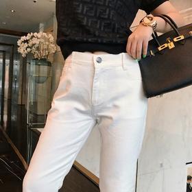 Fend* 2019春夏新款牛仔裤🆕FF系列超好看的一款…白色牛仔裤夏天穿最好看不过了👍👍👍这款版型可以说是无敌瘦腿神器了…超级超级显瘦 面料还做了综合过硬处理🙈百搭单品无敌好看…sml三个