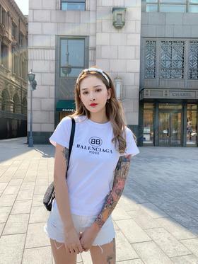 B******春夏新款T恤,修身版型,上身版型特别好看,日本进口胶浆印花,颜色对版,完美正品级,百搭万年款,最经典的双B图案搭配logo印花,一年四季都可以穿,进口原版面料!尺码 SM