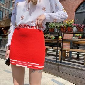 C*****春夏新款半裙,进口羊绒加夏籣混纺材质,非常非常特殊的材质纱线,绝对独家的纱线,全件挂毛工艺制作,全手工打结,非常重工的工艺,小香的衣服真的都是非常有工艺的,超百搭款,上身很美!完美正品级!
