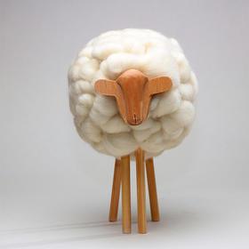 卡洛斯·克拉维利《萌爷爷的小绵羊》纯手工摆件