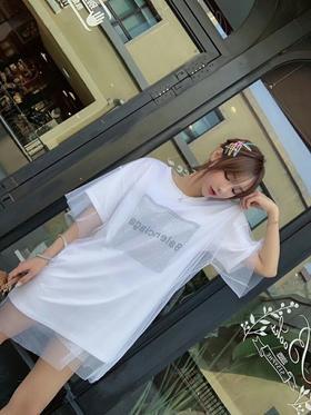 🔥🔥🔥新款巴黎烫钻拼接网纱T 今年非常流行的网纱元素T 设计感非常强 烫钻➕网纱 长度又是可以当连衣裙的👗 符合了当下所有流行元素