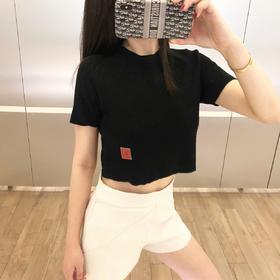 💕新款来袭💕 19 SS chane* 中古系列针织短袖®️  🤩又是一款超稀有产物 🤩 市场中古哪家强?当然找MC‼️‼️黑色针织小短袖修身立体🧚♀️衣角的定制logo表现出