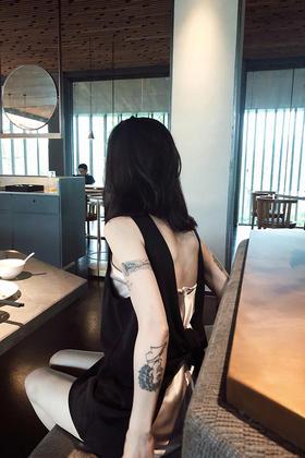 黑桃皇后Q立体蝴蝶结大露背多穿法时髦装