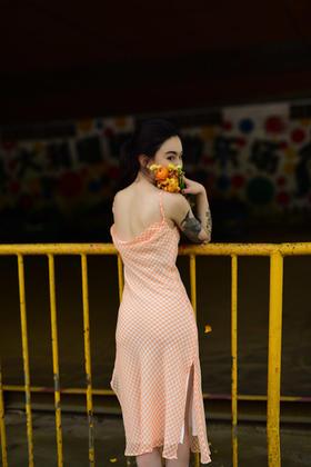 冰镇橘子汽水欲望橘子复古港风性感吊带连衣裙