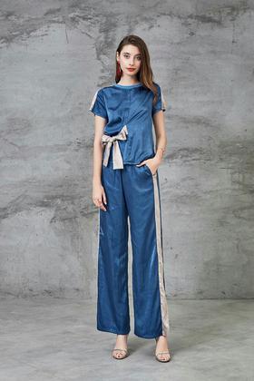 🔥🔥19早春新款拼色套装‼️采用日本进口醋酸➕人丝❗️面料手感非常舒服,腰部🦋结设计,上身狠显身材