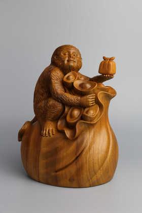 香樟木《灵猴献宝》木雕摆件