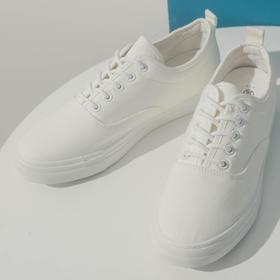 轻质简约小白鞋