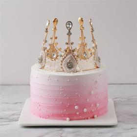 【不一样的女王】女王至上~造型天然淡奶蛋糕