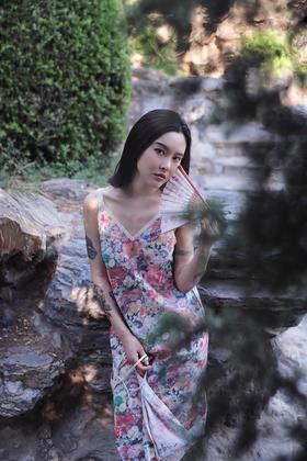 游园惊梦花花女孩和风印花不对称清凉吊带连衣裙