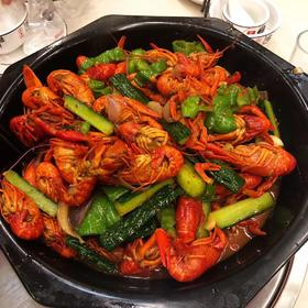 109元吃小内龙虾!3斤小龙虾+烧烤 今天的夜宵爽了!