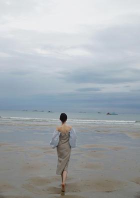 灰蓝海岸棉麻露肩度假裙