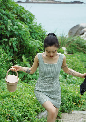 清新绿豆冰沙法式格子花边连衣裙