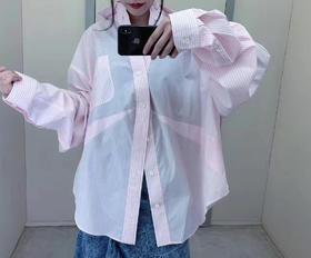 新款‼️Blc 19fw 独家代购版 爆款!angel baby 江疏影同款 下摆开叉粉色衬衫 这款下摆很独特哦 是分开的 和以往的衬衫都不同的 搭配可以轻松拉长身材比例