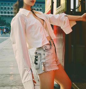 新款‼️SMFK 19fw 独家代购版 象牙白拉链衬衫外套 是渠道货来的哦 就是zg的货品 百搭的象牙白色 面料透气清爽  短款特别显身材比例 特别显瘦显高的款哦