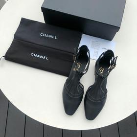 CHANEL 正品级 New York超级走秀款 正品 购入8300 这一季主打的埃及金,上脚非常惊艳 优雅气质中又容易驾驭 也会是仙女们的爱 作为非常Fashion的我肯定要入的,高级