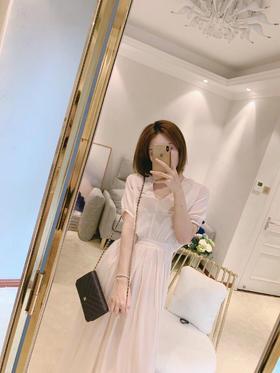 真丝短袖长裙V领 高腰线 侧拉链设计 100%真丝 顺滑亲肤 自然垂坠的面料 优雅时尚  迷人性感 高美的颜值 做工精致 超高品质 尺码SML