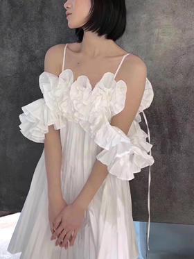 新晋小众设计师品牌 19fw 独家代购版 压褶荷叶边吊带连衣裙 超重工款