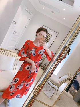 新款KENZO丝麻连衣裙 非常非常减龄好看 [爱心]去海边去旅游都可以必备 简直了~而且面料炒鸡清爽透气 质感很耐思 💃🏻💃🏻两色 建议两色都可以入🤗