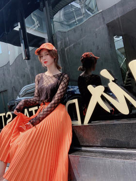 FD新款百褶长裙 超级鲜艳的颜色 大街上绝对回头率百分百的款❤️百褶长裙的好处太多了 更是能包容腿略粗的女生