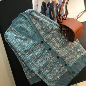 毛织这一类我们可以说做的非常溜了!这种工艺对我们来说不难只是非常的耗时间,这款我既然做出来卖了必定有它的过人之处,我对好看的开衫外套是有执念的,整件衣服配色就是少女们的爱啊!最佳品质完美正品级大货,面