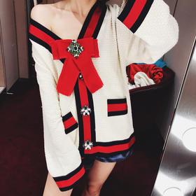 GG经典款外套,六种纱线编制的定制原版面料,奶白色而非白色,这款市面上的版本太多了,真正对版的却寥寥无几,特别是扣子和织带这些细节