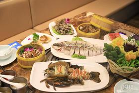188抢原价411元蒸汽海鲜双人餐!波士顿龙虾、天山鳕鱼、深水虾、花蛤、扇贝...新鲜看得见!高档海鲜吃起来!