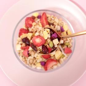 奇亚籽谷物水果莓莓麦片300g/袋,混合谷物代餐粗粮,富含14种谷物果干 无需热水冲泡 即食燕麦