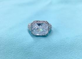 Maison Covet 方钻造型仿钻水晶戒指