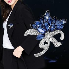 【为思礼】人造水晶蓝色胸花胸针