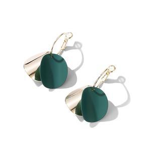六鑫珠宝 莫兰迪色系双色弯曲亮片耳环 尽显时尚