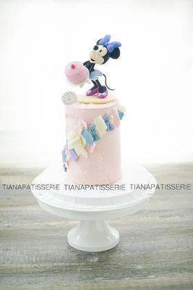米妮 迪士尼乐园 红丝绒蛋糕