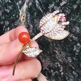 郁金香*天然南红樱桃红胸针