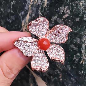 五瓣花*天然南红樱桃红胸针