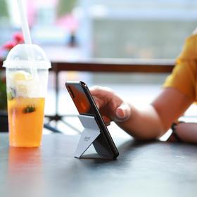 【国外众筹数百万的隐形支架】MOFT可粘贴式手机支架|横竖屏一秒切换|可重复使用|轻松手持设计