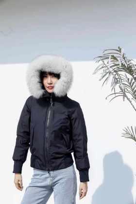 MAISON COVET 自有品牌 大毛领短款 95白绒羽绒服