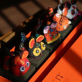 【自然造物 / 五虎临门】 手工刺绣香囊玩偶 | 套盒摆件 | 72小时发货