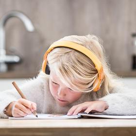 北欧儿童安全耳机,美亚好评爆表,85分贝安全库存,防过敏材质,保护耳朵不伤听力,在家学习,外出旅行必备,全世界的小朋友都在用,适合3-12岁。