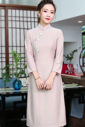XGT-Q9398秋冬新款绣花长袖日常中国风旗袍式改良版连衣裙