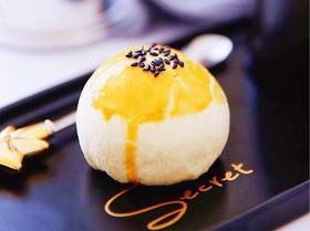 手工蛋黄酥1个(可拉丝哦)