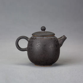 磨砂黑釉宝盖壶