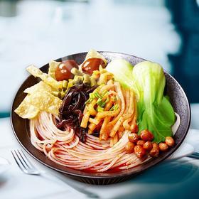 柳州螺蛳粉 经典味道 鲜美汤料 风味十足 回味无穷